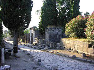 Una fotografia de les restes de la Villa delle Colonne un Mosaic, un dels llocs objecte de la recerca a San Francisco de l'Estat escola en el camp arqueològic de Pompeia.