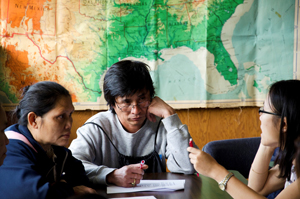 A photo of SF State researcher Kwee Say interviewing Karen refugees from Burma Tha Mee and Mu Doe at a health fair in Oakland, Calif.