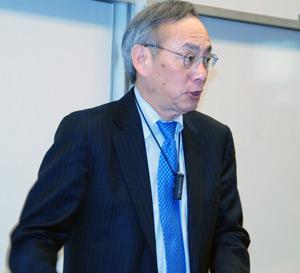 A photo of U.S. Secretary of Energy Steven Chu at San Francisco State University.